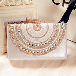 Wholesale Pearl Evening Bags Crystal Beading Ladies Bridal Hand Bags Cheap Modest Bow Fashion Hand Clutches Rhinestone Purse Fancy Handbag