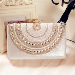 Wholesale Pearl Evening Bags Crystal Beading Ladies Bridal Hand Bags Cheap Modest Bow Fashion Hand Clutches Rhinestone Purse Fancy Handbag