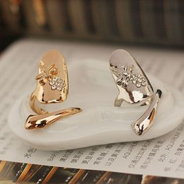 Ongle de pierres précieuses en Ligne-2015 Exquisite Retro Queen Dragonfly Rhinestone Gemstone Plum Gold Silver Ring Finger Nail Rings pour femmes faux ongles vente christmas gift