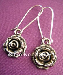 Wholesale Fashion Pair Vintage Silvers Elegant Rose Charms Pendants Drop Earrings DIY Jewelry Handcrafted P685