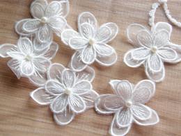 Cosiendo flores 3d en Línea-5.5cm doble 3D apliques de flores de organza con cuentas vestido de novia para coser parches bordados decorativos en encaje envío gratuito