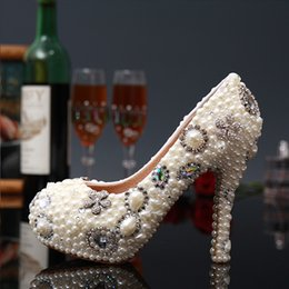 2017 perles de diamant hauts talons Nouvelle Mode Blanc Fleur Ivory Perle Nuptiale Mariage Chaussures Chaussures De Luxe Cristal Diamant Femmes Pompes High Heels Chaussures perles de diamant hauts talons sur la vente
