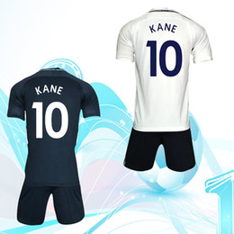 17-18 football dress, No. 10 Kaine star, short sleeved clothes, dealing with names and numbers.