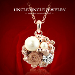 Wholesale Beautiful Rose Gold Plated Rhinestone Artificial Pearl Rose Nets Flower Elements Lady Pendant Necklace