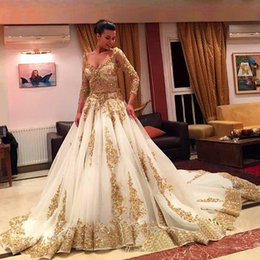 Hot ! Luxury Gold Lace And White Long Sleeve Ball Gown Wedding Dresses Sexy Beaded Arabic Muslim Wedding Gowns 2016 Vestido Casamen