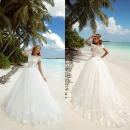 Romantic 2019 Spring Summer Modest Wedding Dresses with Short Sleeves Bateau Lace Beaded Appliqued Tulle Sweep Train Bridal Gowns