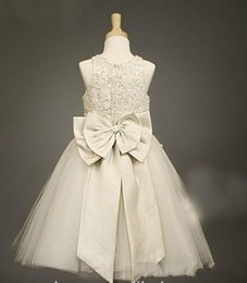 Wholesale 2015 New Arrival Cute Lovely A Line Organza Jordans For Kids Flower Girl Dresses With Sequined Beads Scoop Ruffles Champagne