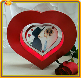 Wholesale Creative Wedding Birthday New design magnetic floating photo frame display heart shaped levitation photo frame display stands