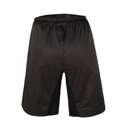 2017 pantalones patines Wholesale-2016 de la venta caliente nuevo sólido de microfibra de poliéster Boxe hombres Mma Shorts Pantalones de entrenamiento transpirable rentable patín elástico del paño pantalones patines baratos