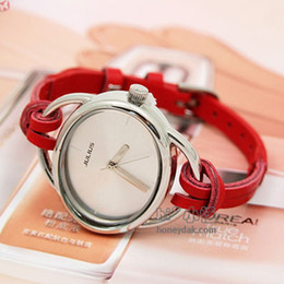 Wholesale The New Personalized Decorative Watches The Female Form With a Round Face Slim Leather Fashion Bracelet Watches