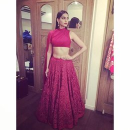 Wholesale Sonam Kapoor Red Lace Two Pieces Celebrity Dresses Prom Wear High Neck Sexy Red Evening Dress Elegant Prom Gowns Floor Length Bare Belly