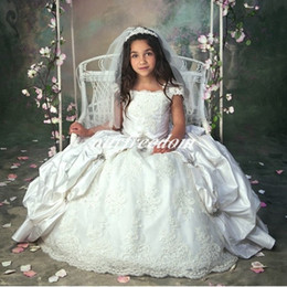 White ivory 2019 Flower Girl Dresses Cap Sleeves Ball Gown Puffy Lace Appliques with Crystals Beads First communion Dresses