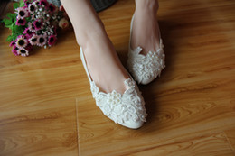 Wholesale White Flora Lace Bridal Shoes With flat Sole Handmade Wedding Shoes Lace Appliques Pearls Bridesmaid Shoes Bridal Accessory