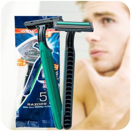 Wholesale affordable packed travel manual razor outdoor portable disposable razor for men