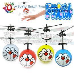 Promotion flotteurs électroniques Gros-4pcs / lot Livraison gratuite Télécommande d'anime volant doraemon jouets électroniques de plein air Brinquedos sportives amusantes flottantes
