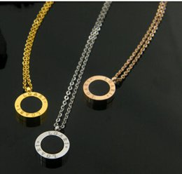 Exquisite round white shell and black onxy gold short necklace