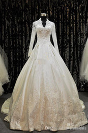 2019 Royal Style Modest Ivory Wedding Dresses Long Seeve V-Neck Beaded Lace Satin A-Line Bridal Gowns Chapel Train Custom Made W815