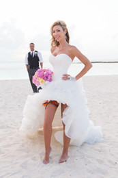 Sexy Hi Lo Wedding Gowns Pure White Ruffles Court Train Long Wedding Dresses Strapless Sweetheart Zipper Back Sexy Beach Wedding Dress