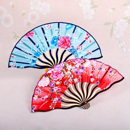 Wholesale Summer Style Ladies Silk Fans Bamboo Folding Fans Chinese Arts and Crafts Pretty Flowers Hand Fans Party Wedding Favors For Friends Gifts