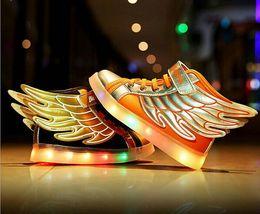 Chaud 2016 Nouvelle Mode Ailes Enfants Lumineux Luminous Sneakers Enfants Light USB Chaussures Chaussures Filles Garçons Casual Chaussures Led kids children shoes winged deals à partir de enfants enfants chaussures ailées fournisseurs