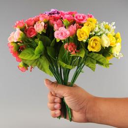 Nouveau Belle élégante 21 têtes Artificielle Mini Rose Bud Arrangement en fleurs de soie Jardin Décoration Jardin Livraison gratuite à partir de nouveaux bourgeons floraux fabricateur