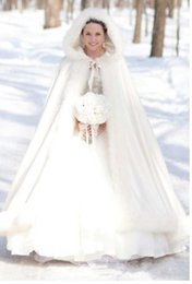 Wholesale New Elegant White Bridal Wrap for Cold Winter Wedding Ankle Length Faux Fur Cheap With Fur Trim Wedding Cloaks Handmade Cloak for Bride