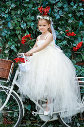 Wholesale Beautiful Flower Girls Dresses for Weddings Spaghetti Straps Christmas Beauty Pageant Dresses for Girls Floor Length Tulle Communion Dresses