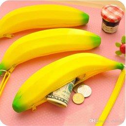 Wholesale Newly Design Novelty Silicone Portable Banana coin Case Fruits purse Keyring Wallet with Zipper bolsas carteira feminina creative purse