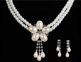 Wholesale Pearls Bridal Jewelery Necklace Earrings Sets with Faux Pearls Prom Party Wedding Crystal Jewelery Bridal Accessories Cheap