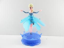 Descuento muñecas de la muchacha 2014 New Flying infrarrojo Inducción LED Congelados Congelados muñeca Princesa Juguetes Temáticos Música Elsa Anna Muñecas Partido Juguetes Brinquedos muchachas de los cabritos 6pcs
