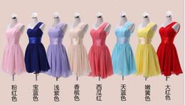 Damas mini vestido vestido en Línea-Bajo 50 Dólares Rosa Blanco Amarillo Púrpura Rojo Azul Real Vestido De Fiesta Corto Un Hombro Vestidos De Nupcial En Stock Vestido De Dama Homecoming 2015