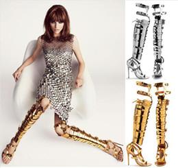 2017 las mujeres atractivas de oro Wholesale-2015 Zapatos Mujer Botas de caña alta de verano recortes Sexy de tacón alto para mujer Zapatos Sandalias rodilla Oro sandalias de gladiador las mujeres atractivas de oro limpiar