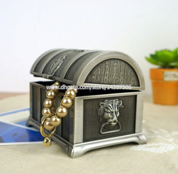Wholesale Pirates of the Caribbean Treasure Chest Vintage Jewelry Box Carring Case Antique Metal Trinket Box Wedding Favors Size M