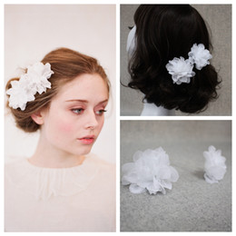2pcs White Hair Accessorie Flower Comb Petals Blossom Silk Blossom Pair Hair Accessories Vintage Bridal Combs Rhinestone Hair Adornments