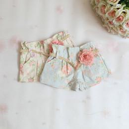 Bébé cowboy vêtements à vendre-2015 Printemps Filles Floral Short en jean avec la Mode de la Fleur Vantaux Bébés Vêtements coréen Été, les Filles de cow-boy Jeans Pantalons vêtements aux Enfants
