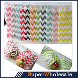 Wholesale Christmas Party Environmental Food Grade Kraft Paper Bags Party Treat Candy Wedding Baby Shower Striped Polka Dot