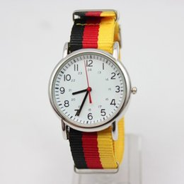 Canada Spécial Analog Nylon Canvas Genève Quartz Watch Femme Montres-bracelets occasionnels Hommes Mode Double Time Unique Clock Perfect Gift wristwatch perfect promotion Offre
