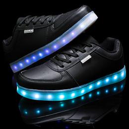 Acheter en ligne La conception de chaussures de couleur-Nouvelle conception LED chaussures pour dame 8 couleur changé chaussures led chaussures femmes femme chaussures plates chaussures sport sport