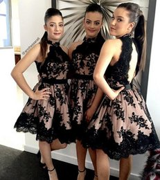 2018 Cocktail Dress Backless Lace Bridesmaid Dresses Crew Pearls A-line knee Length Dresses For Bridesmaid Black Party Dresses