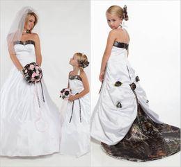 Halter Camo Flower Girls Dresses for Wedding with Detachable Train Forest Flower Girl Wear Handmade Flower Realtree Kids Wedding Party Dress