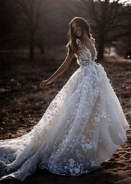 2019 Bohemian Wedding Dresses V Neck Long Sleeve Lace Sweep Train Beach Boho Garden Country Bridal Gowns robe de mariée Plus Size