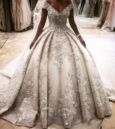 Luxurious Princess Wedding Dresses Ball Gowns 3D Flower Appliques Puffy Ball Gowns Off the Shoulder Cathedral Train Wedding Gowns