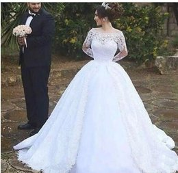 2019 New Vintage Long Sleeves Lace Wedding Gowns Middle East Arabic Dubai Style White Off Shoulder Ball Gowns Bridal Dresses