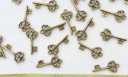 set of 300pcs Skeleton Keys Vintage Keys Antique Bronze tone plated Pendants Charms light weight wedding embellishement