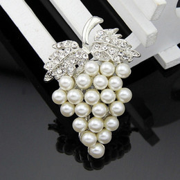 Wholesale 2016 new foreign trade orders for hot deals grape crystal brooch Russian brooch pearl collar pin jewelry bouquet buck