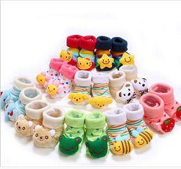 2015 Chaussettes de bébé de bande dessinée de coton de mode Bébés garçon de garçon de fille Chaussures de chaussures de chaussure de chaussette de chaussette de chaussette de chaussette de bébé (0-18 mois) à partir de pantoufles chaussures mignonnes fournisseurs