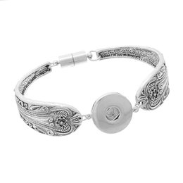 Wholesale Noosa snap buttons bracelets bangles Antique Silver Engraved Flowers Magnetic Clasps DIY ginger snaps interchangeable jewelry B84551 B16428