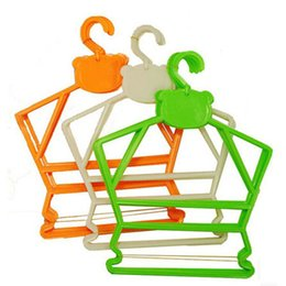 Wholesale Simplicity Little Bear Plastic jumpsuits hangers Hanger for Baby Children Kid Hanger