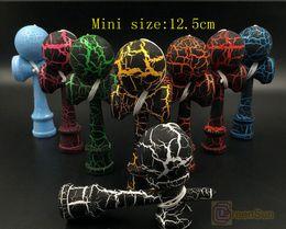 Wholesale 4 pouces Mini complet Crack Kendamas Funny Ball traditionnelle japonaise en bois Jeu Jouets Activités été de style Cadeaux cm taille mini Kendama Balls