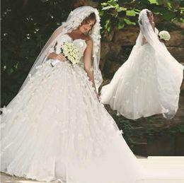 Romantic Wedding Dresses 3D Flower Applique Long Bridal Gowns With Sweetheart Neck Zip Back Long Court Train Gowns